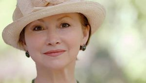 a lady wears a summer hat - used by Acupuncture of Dallas for acupuncture facial rejuvenation
